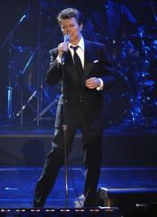 David Bowie performing at Fashion Rocks, 2006